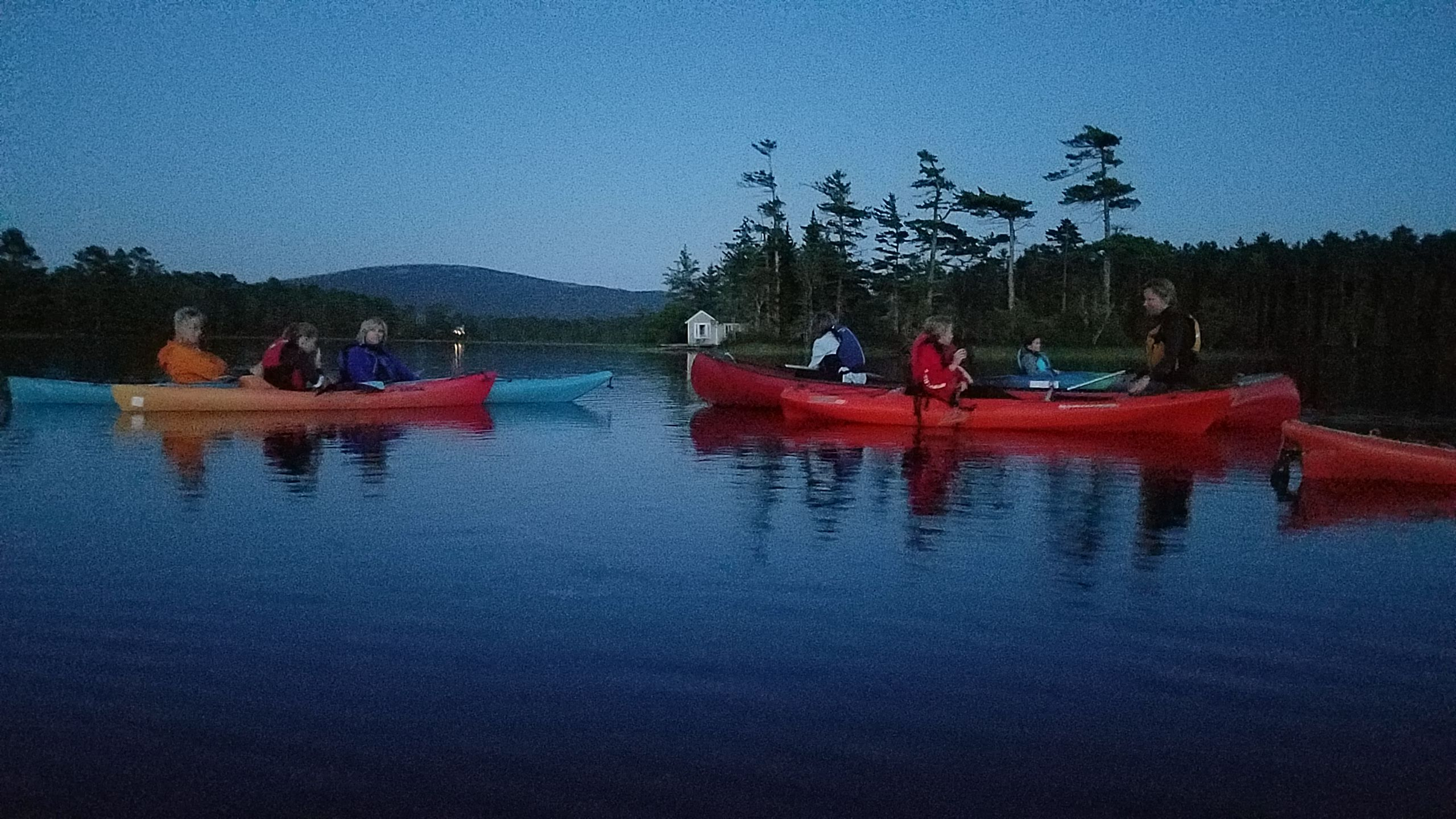 20190815_moonlight-paddle-colorful-boats-getting-dark